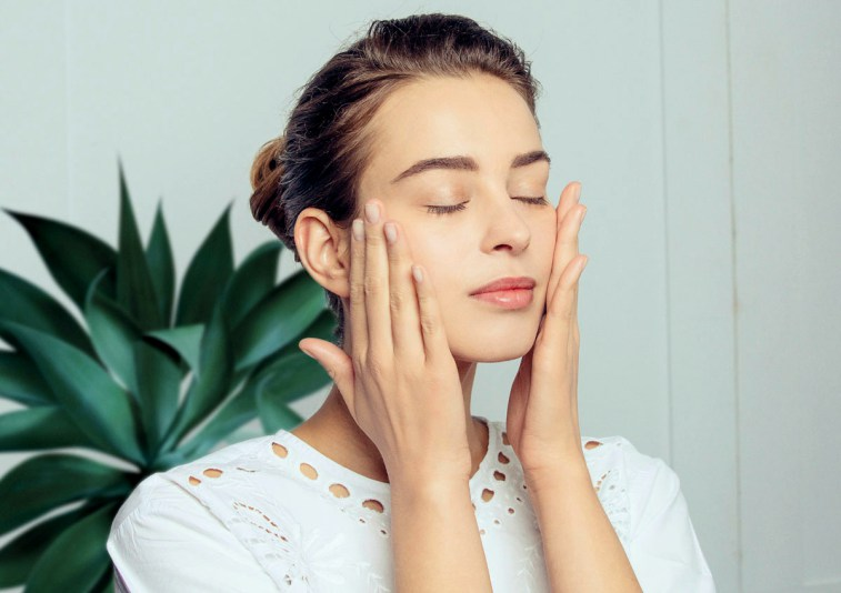 Утренний массаж лица: 5 проблемных зон и как сделать их идеальными