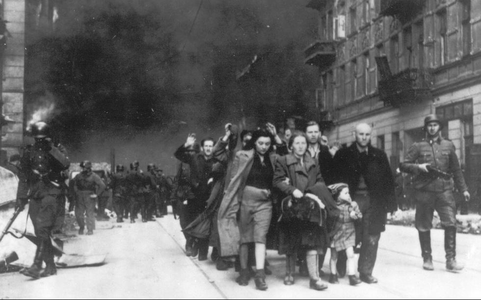 """""""Нас отстреливали, как диких зверей"""". История убийства евреев в Ивацевичах"""