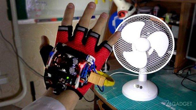 Студент продемонстрировал перчатку, «замедляющую время»