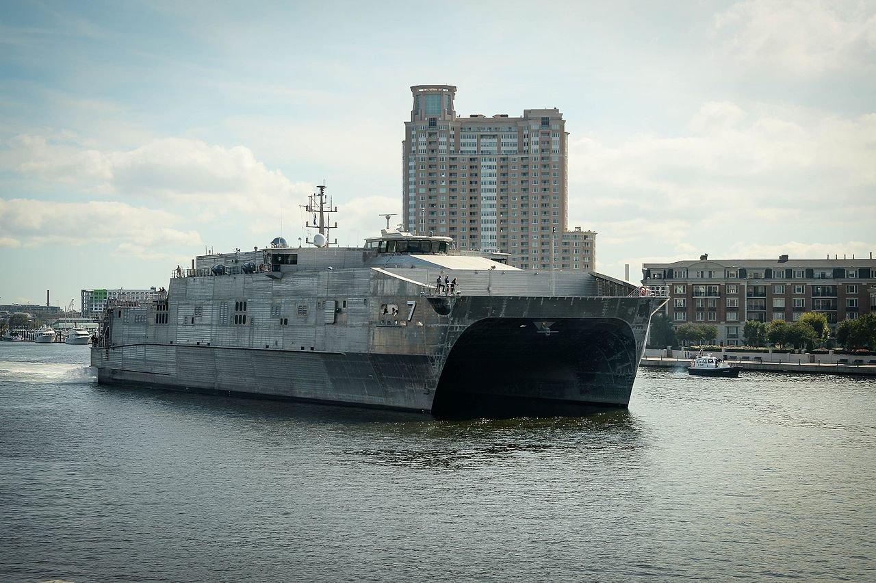 Придет и вертолетоносец: эксперт оценил появление десантного корабля США в Черном море