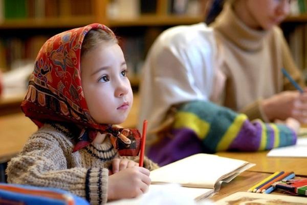 ребенок на занятии в воскресной школе