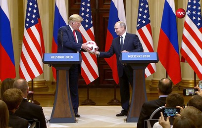 Трампу посоветовали проверить подаренный Путиным мяч на жучки