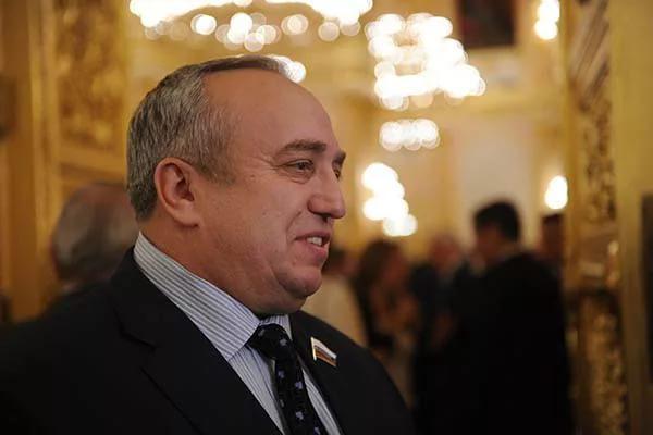 В России посоветовали Порошенко перестать морочить головы Западу своей идеей о миротворцах