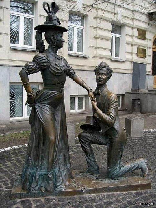 Памятники артистам и их персонажам