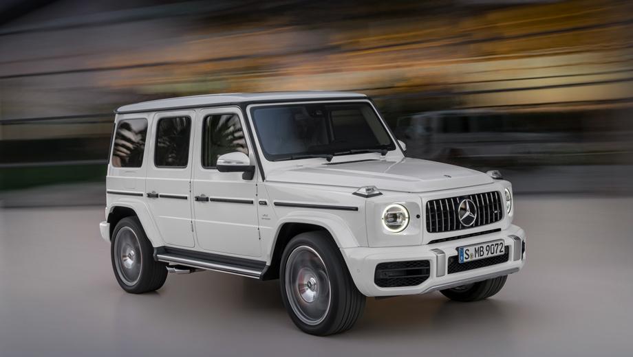 Mercedes g,Mercedes g amg,Mercedes -amg g. От стандартного G-вагена модификация G 63 внешне отличается решёткой и передним бампером AMG-дизайна, расширенными арками, чтобы поместились 22-дюймовые колёса, выхлопом, который выведен вбок с обеих сторон, и шильдиками. Светодиодные фары Multibeam — опция.