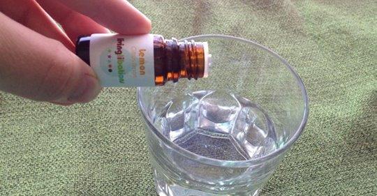 Этот трюк с использованием эфирного масла лимона утром активирует ваш метаболизм, контролирует уровни рН и вылечит воспаление
