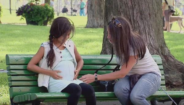 Когда они увидели ее в парке, они не поверили собственным глазам! Девочка была беременна?