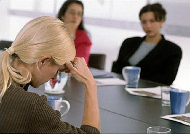 Меня уволили с работы,благодаря коллеге, которая подставила меня... Отомстить ей?