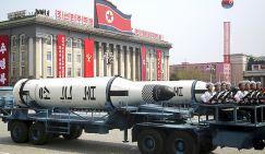 На фото: баллистическая ракета подводной лодки на площади Ким Ир Сена во время военного парада в Пхеньяне, Северная Корея