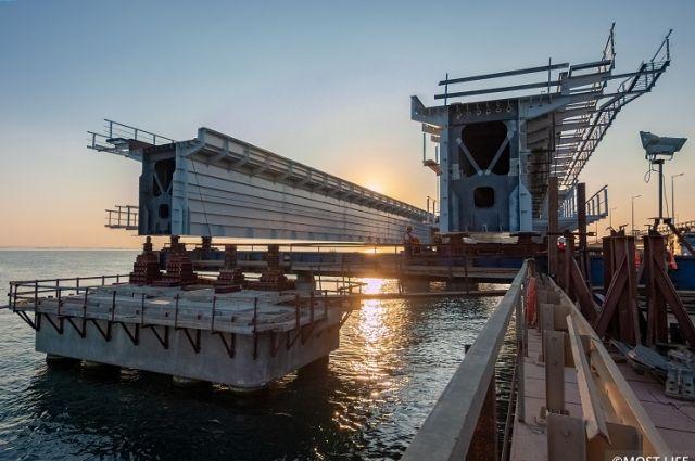 «От графика не отклоняемся». Что произошло на стройке Крымского моста?