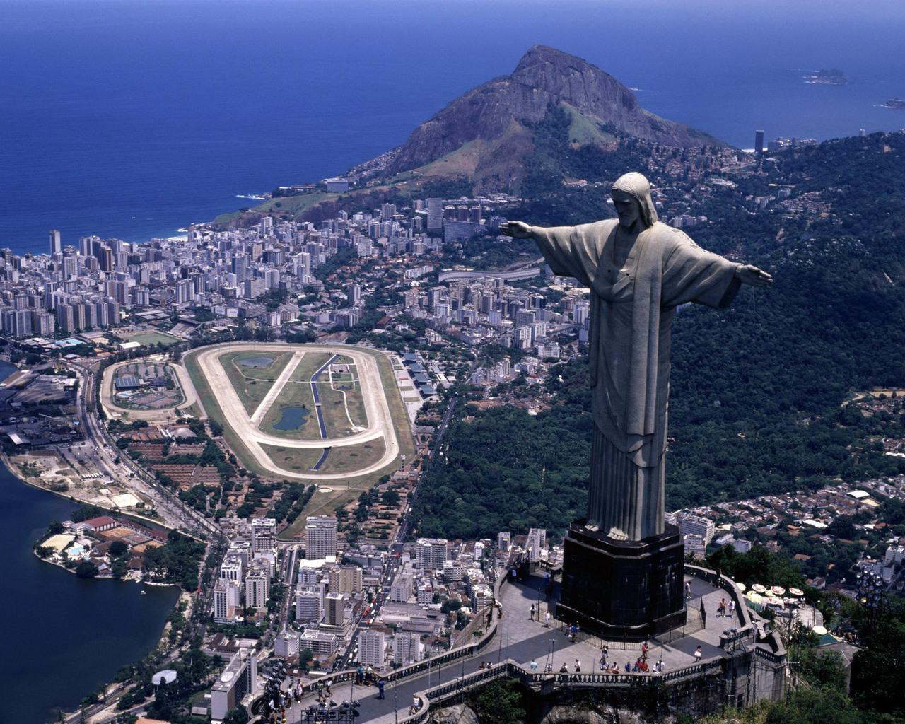 Статуя-Христа-в-Ріо-де-Жанейро
