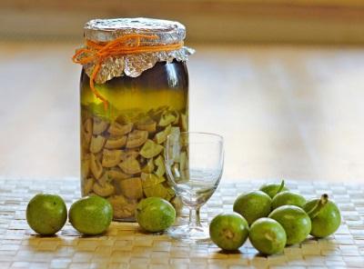 Компот из зеленых грецких орехов