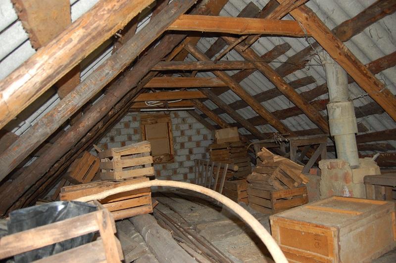 Превращаем захламленный чердак в уютную мансарду: идеи для ремонта