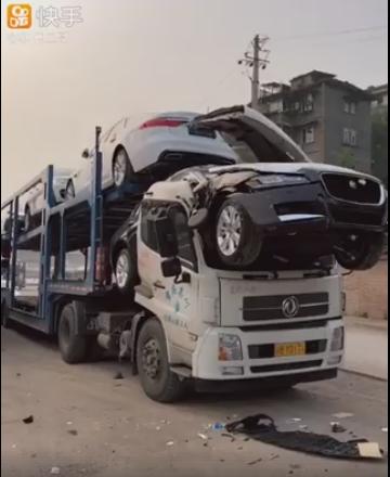 Новый Jaguar оказался прочнее китайского грузовика