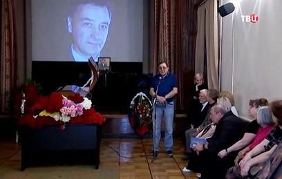 На прощание с поэтом Зиновьевым не пришел ни один из исполнителей его хитов