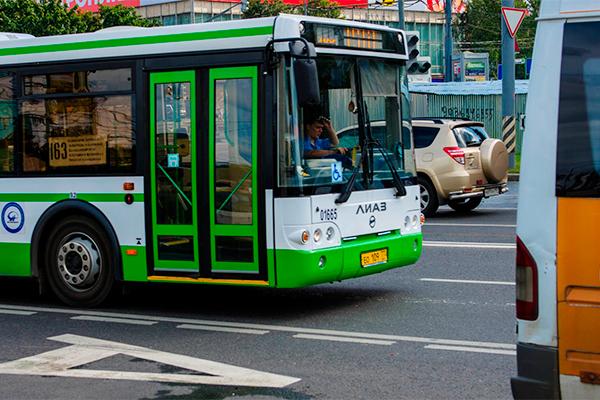 Жалобы на работу общественного транспорта продолжают поступать, и пассажиры уверены