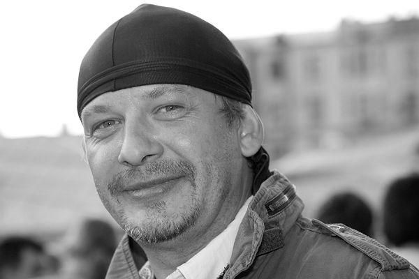 Дмитрия Марьянова проводили в последний путь аплодисментами