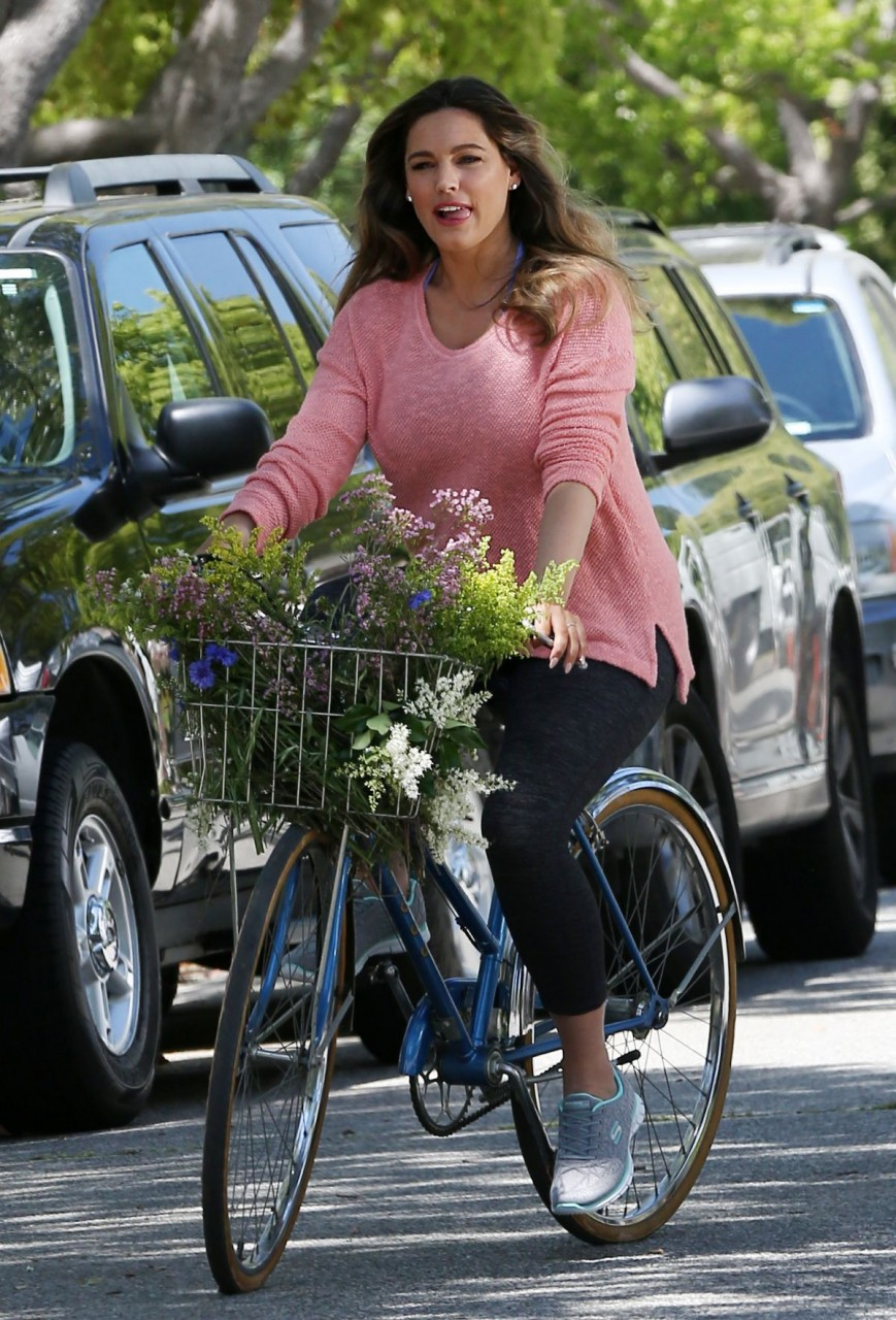 kelly-brook-on-the-set-of-skeckers-commercial-in-beverly-hills-04-19-2016_1