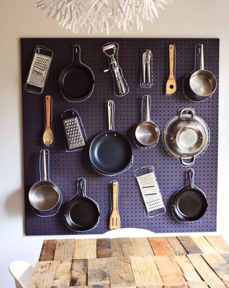 Кухня в цветах: фиолетовый, черный, серый, белый. Кухня в стилях: английские стили.