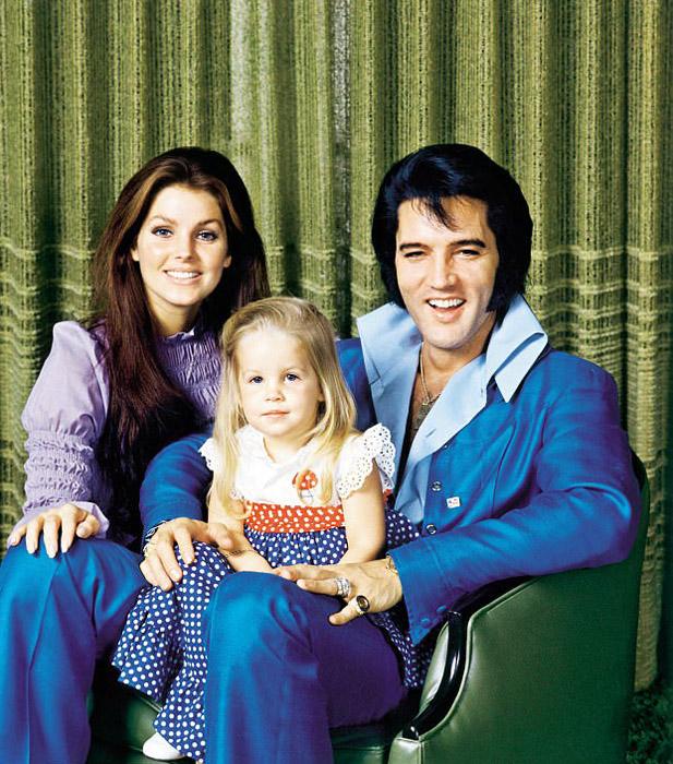 Семейный портрет Элвиса, Присциллы и их дочери Лизы-Мари.