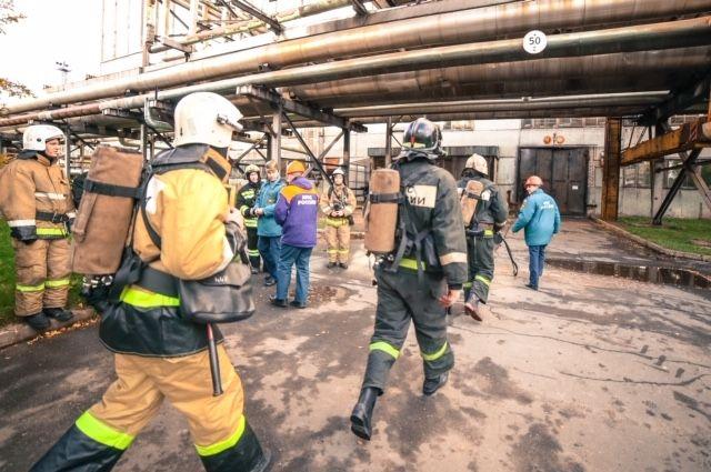 Тело третьего погибшего нашли под завалами после взрыва на заводе в Гатчине