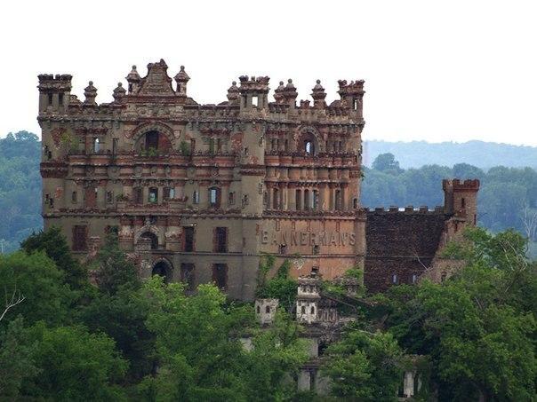 7 потрясающих заброшенных замков 6