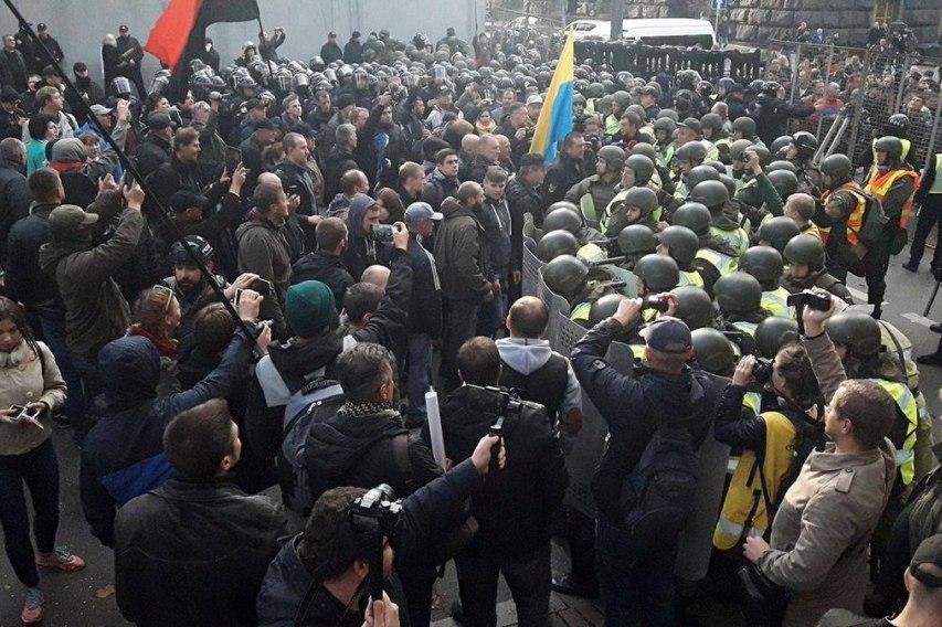 Срочно! В Киеве спецназ начал разгонять майдан-3