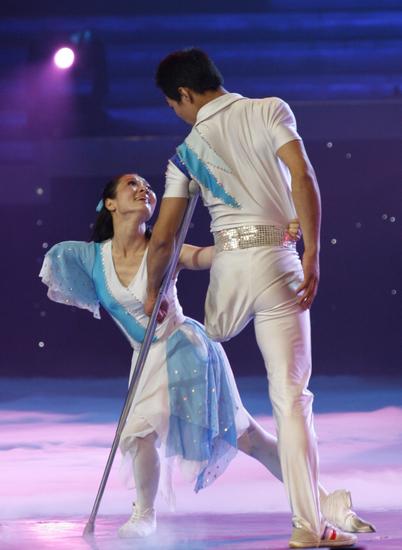 Он без ноги, она без руки – но это такой красивый танец
