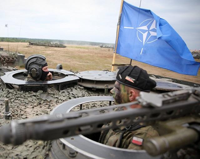 Столкновения, раненые: учения НАТО выходят из-под контроля