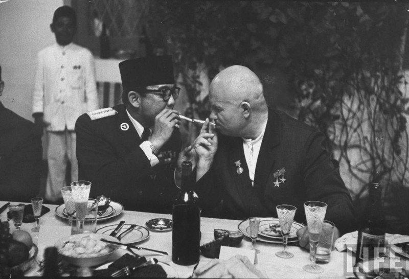 Как Хрущёв хотел отобрать погоны у военных