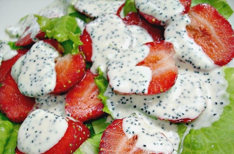 как приготовить салат с клубникой и яблоком
