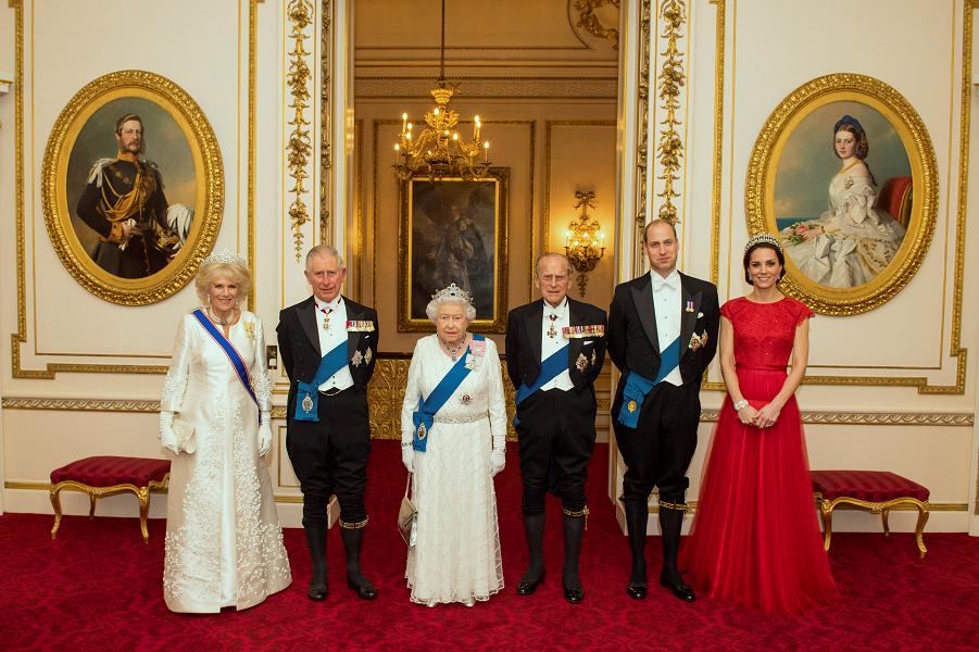 Королева остается царствовать. Почему монархия не работает?