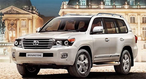 Toyota привезла в Россию «каменный» Land Cruiser