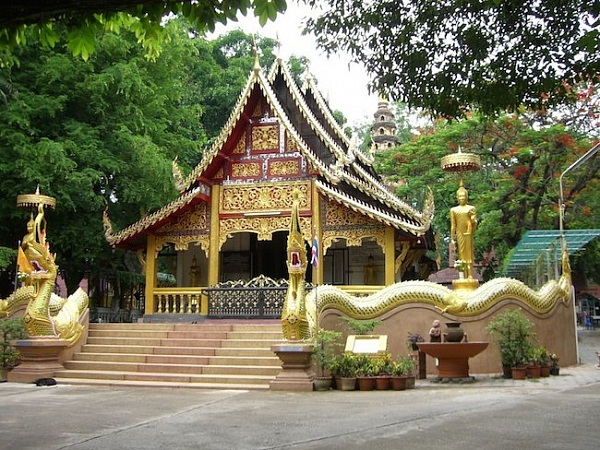 Храм Ват Рампёнг и междунаро…