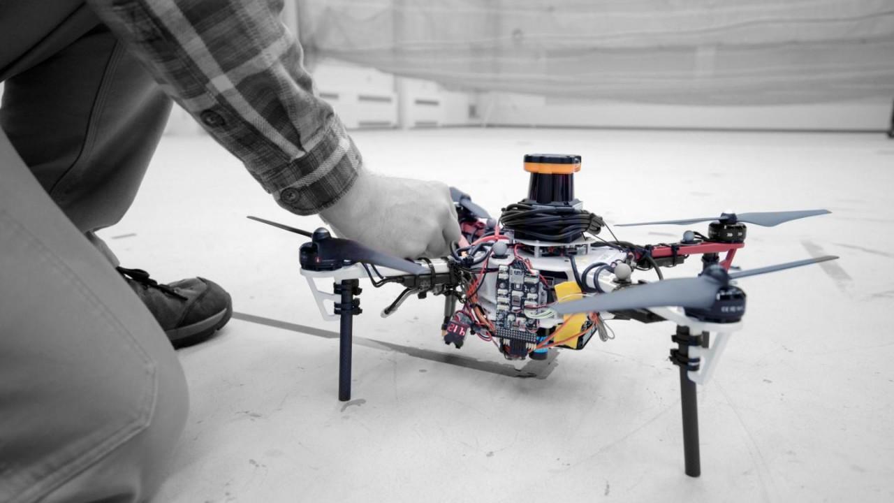 Появилась автономная система дронов для поиска людей