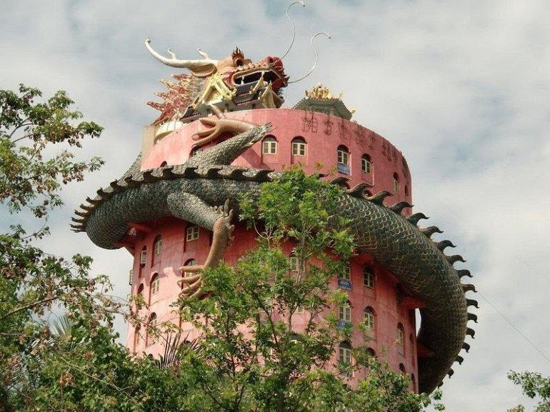 Храм Дракона в Сампране