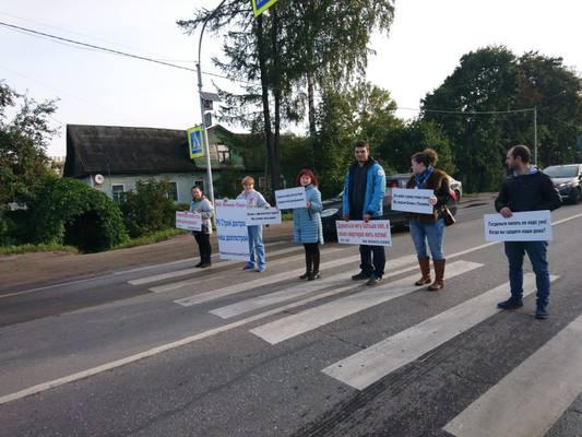 """Дольщики ЖК """"Янино-парк"""" перекрыли Колтушское шоссе"""