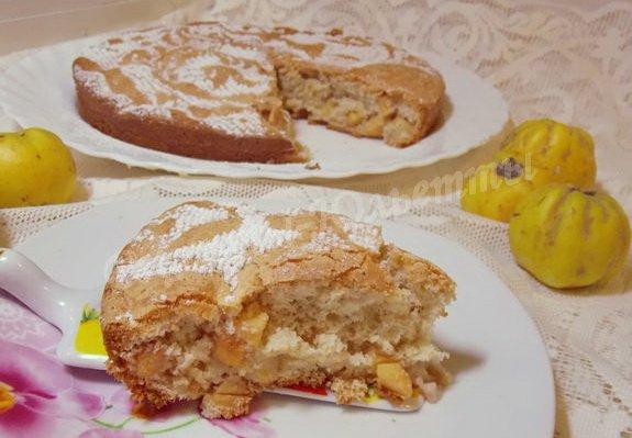 бисквитный пирог с айвой