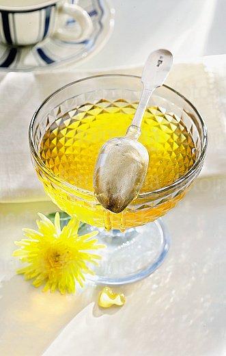 Лечение свежим соком одуванчика