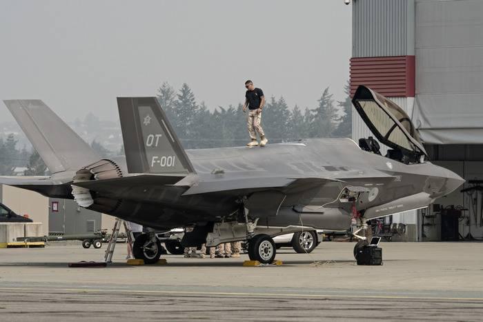 Эксперты: Летчикам F-35 по-прежнему угрожает гибель при катапультировании