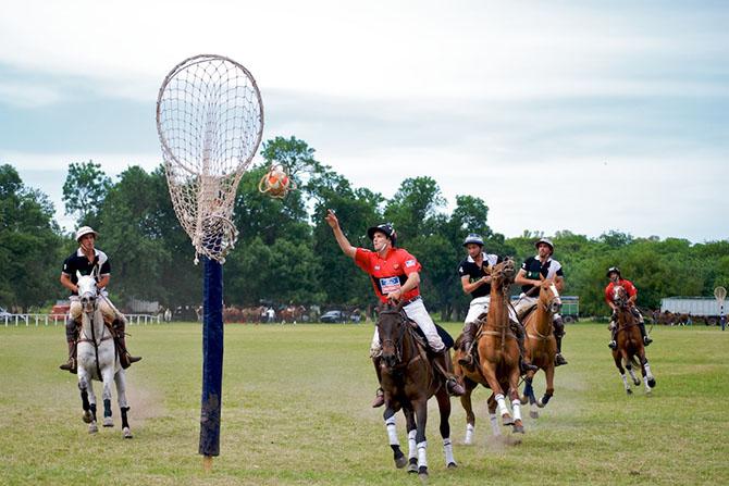 12 видов самых странных видов спорта, которыми увлекались наши далёкие предки