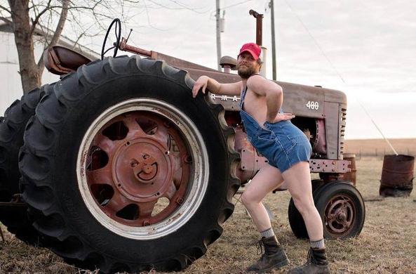 Календари с бородатыми дровосеком и фермером покорили соцсети