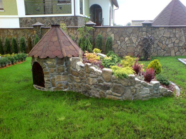 Замки для сада своими руками фото