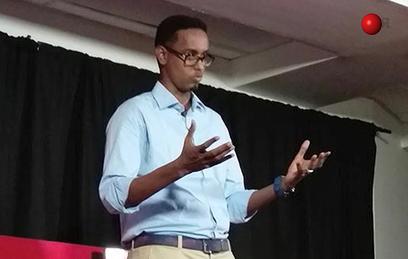 Полиция Сомали по ошибке застрелила министра. Видео