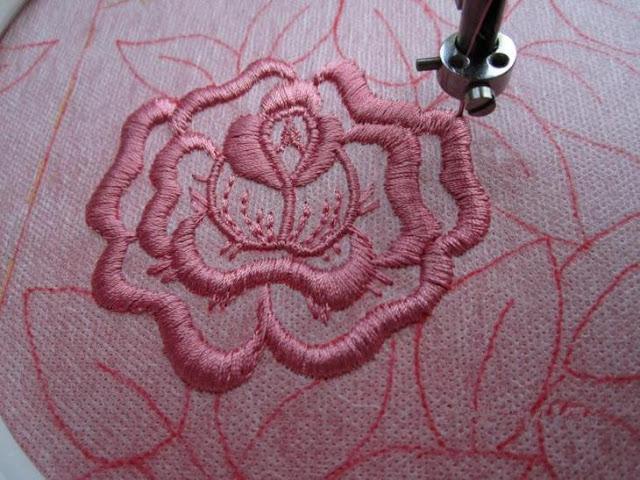 Как вышивать на бытовой швейной машинке
