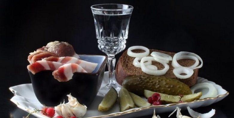 7 продуктов, которыми категорически нельзя закусывать крепкие спиртные напитки