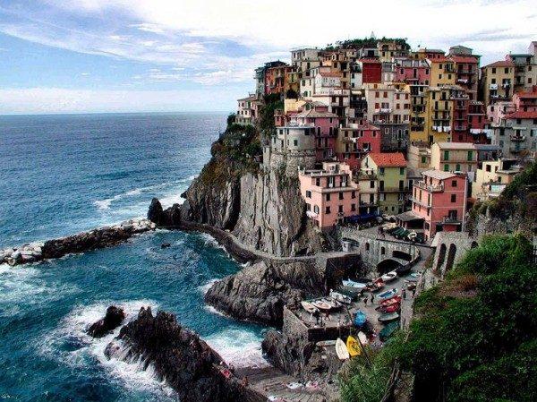 Нависая над бездной: города, расположенные на скалах и утёсах