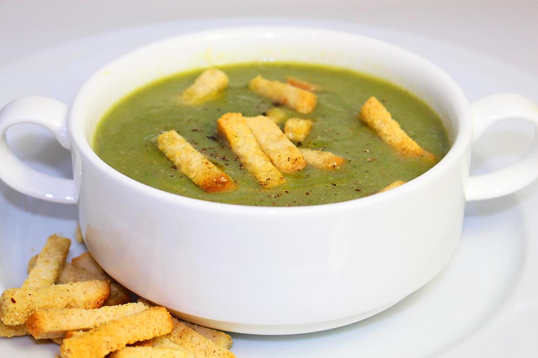 Шпинатный крем-суп с гренками
