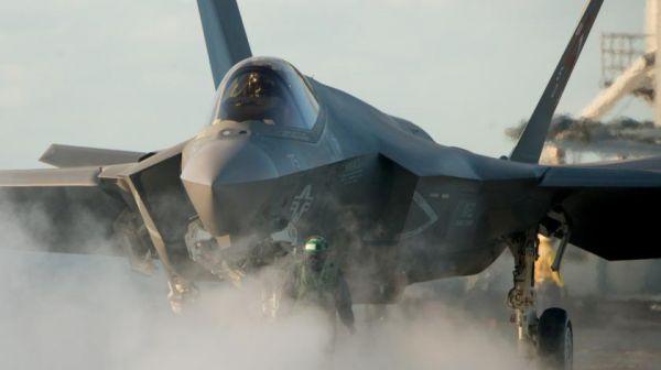 """Атакующий """"хищник"""" Су-57 побьет """"крадущегося"""" F-35"""