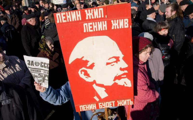 Страна стала на коммунистический путь исправления. Почему власть отстает?